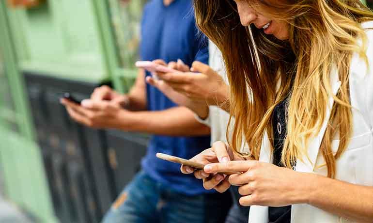 Подросток зависим от телефона: что делать?