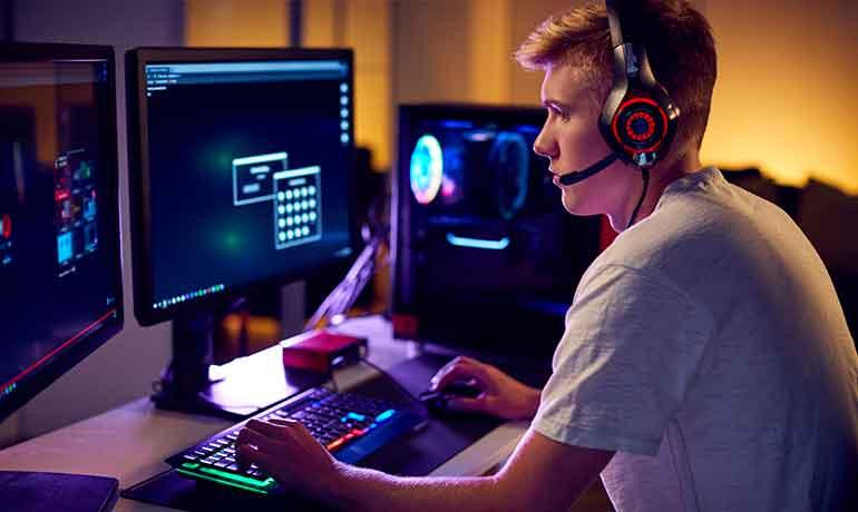 Подросток зависим от компьютерных игр: что делать?