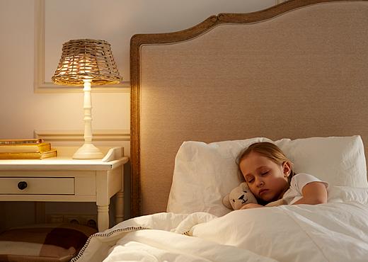 Ребенок боится спать один. Что делать?