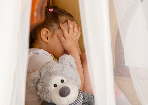 Ребенок боится воспитателя: что делать?